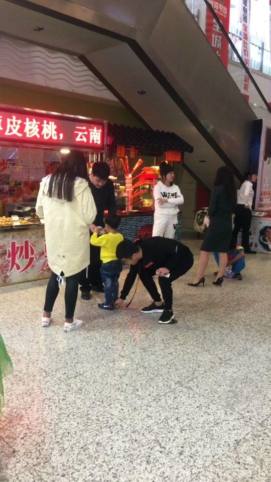 官方腿视频直播全集_儿童腿资料大全-YY刘一难民刘一视频图片