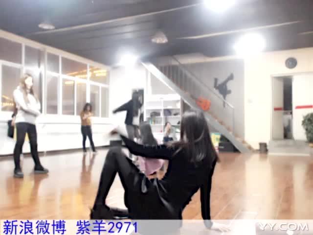 美女热舞《因为红》-主播紫羊